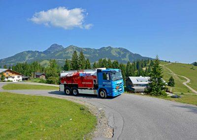 StaerkereStoffe-Impressionen-schwierige-Anlieferung-von-Heizoel-im-Hochgebirge